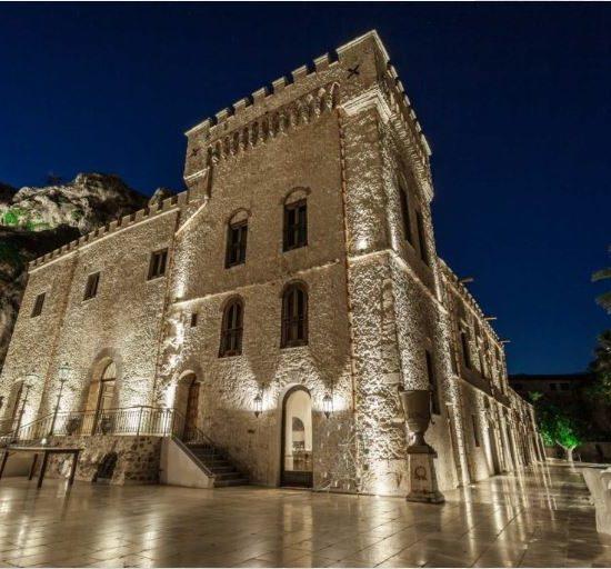 Castello Ducale Colonna esterno